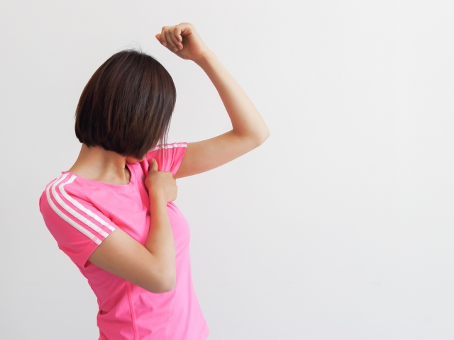 【女性必見!】脇汗を止めたい!いや~な脇汗、脇の臭いを止める方法があります