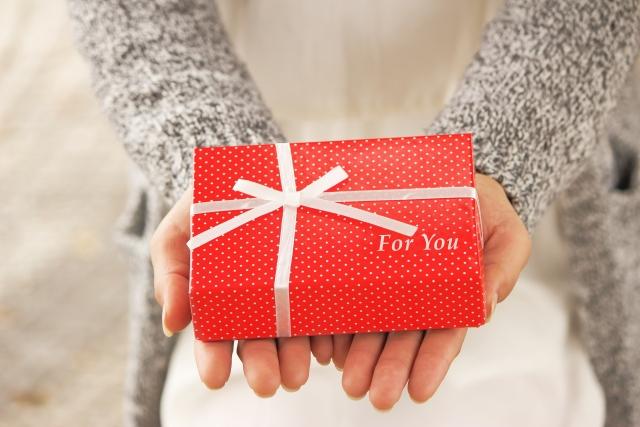 クリスマスプレゼントを彼氏にサプライズしたい!おススメの渡し方、場所